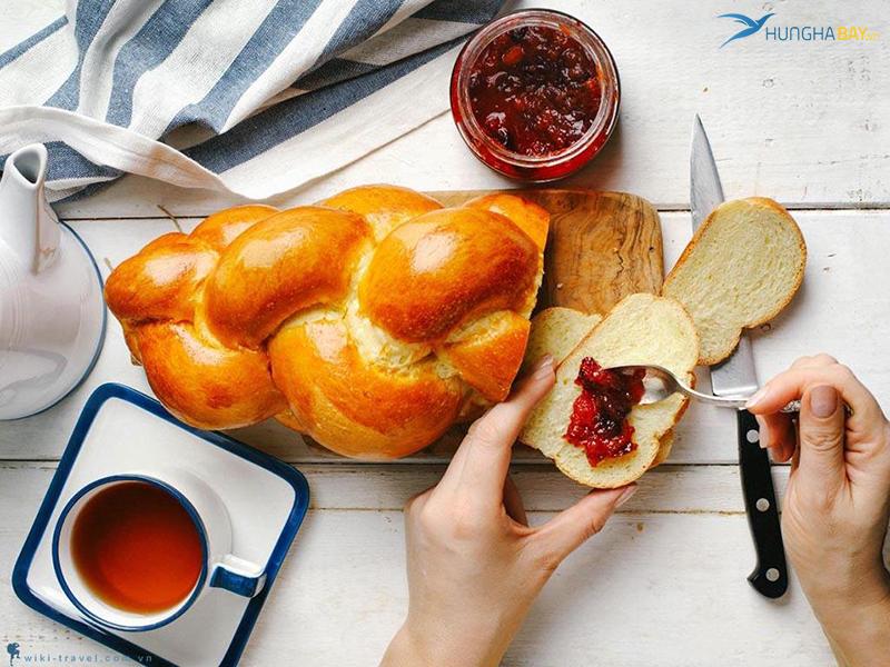 Bánh mì tết Zopf