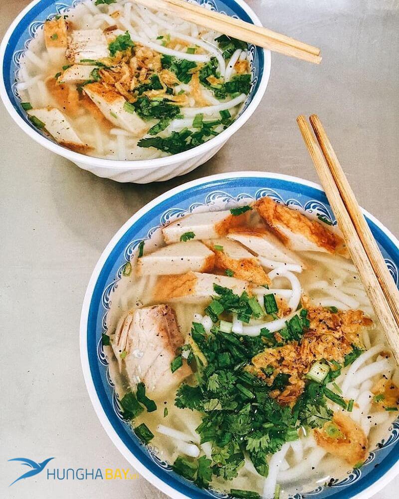 vé máy bay đi Ninh Thuận ăn bánh canh chả cá