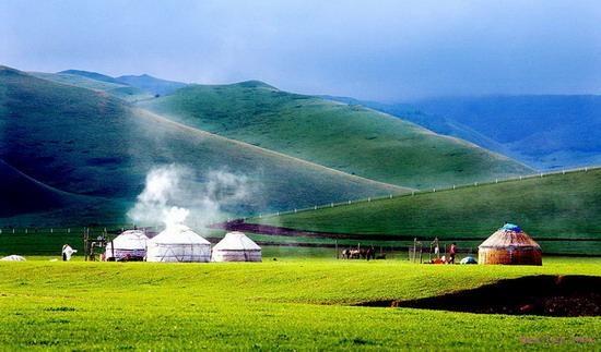 Bay bổng giữa thảo nguyên mênh mông trên đất nội Mông bát ngát